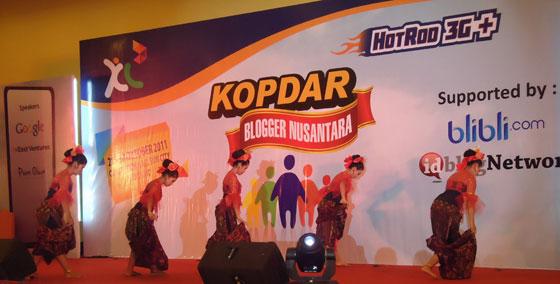 hari ke dua kopdar blogger nusantara tarian dari sanggar maduras Hari Kedua Kopdar Blogger Nusantara