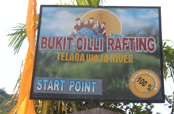 telaga waja river Seru seruan di Acara Telkomsel Loyalty for Merchant and Club II